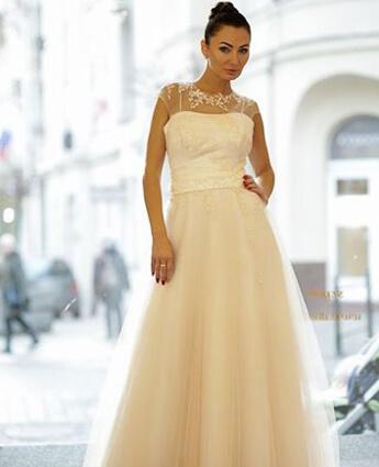 Model sukni Cornelia