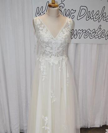 Model sukni ślubnej 19/05/BY